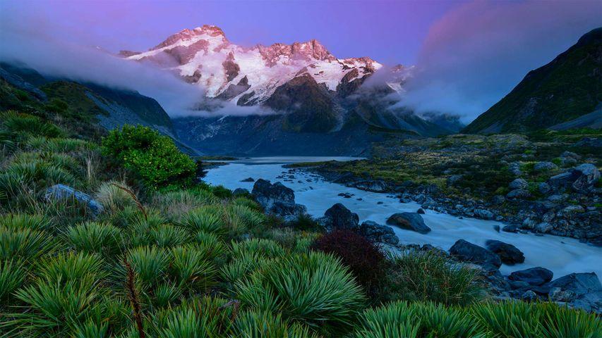 「マウント・クック国立公園から見たアオラキのセフトン山」ニュージーランド, 南島