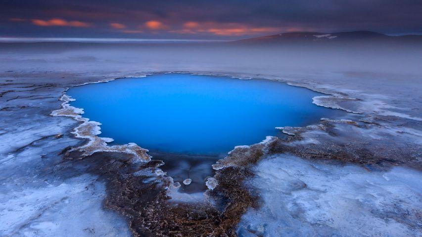 「クヴェラヴェトリル温泉」アイスランド, キョルル
