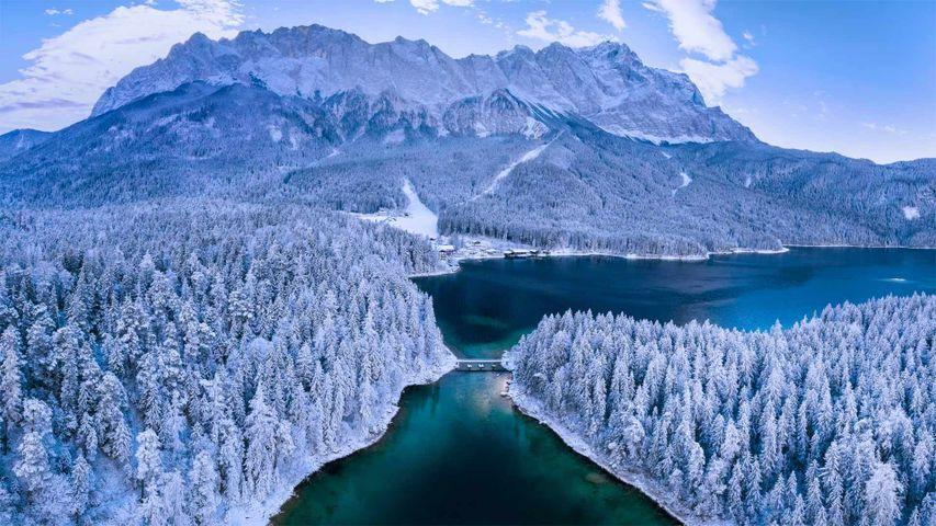 「アイプ湖とツークシュピッツェ山」ドイツ, バイエルン州