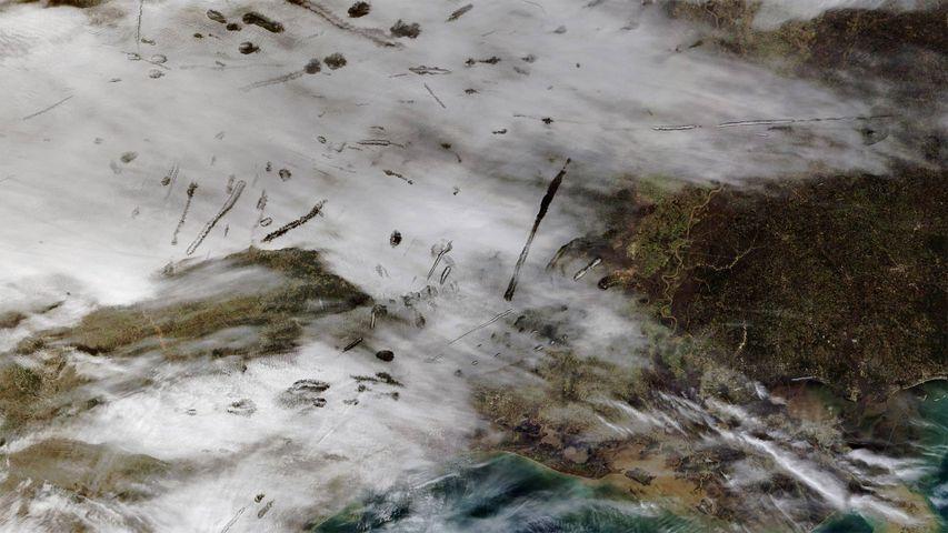 「テラ衛星から見た穴あき雲」米国テキサス州東部