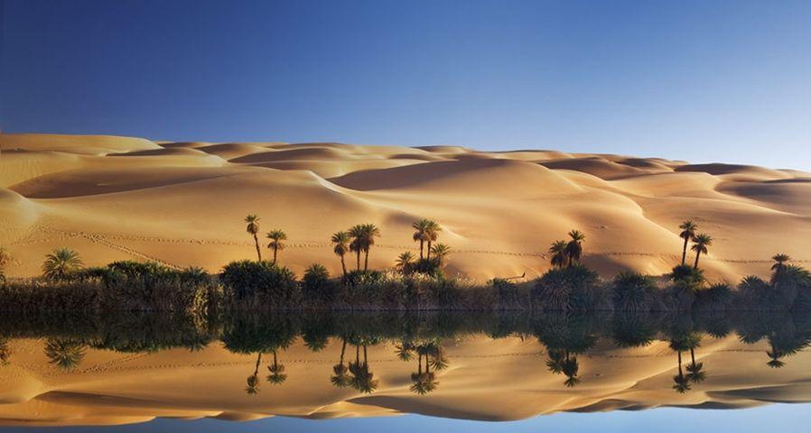 「ウバリ砂丘とウンメル・マー湖」リビア, サハラ砂漠