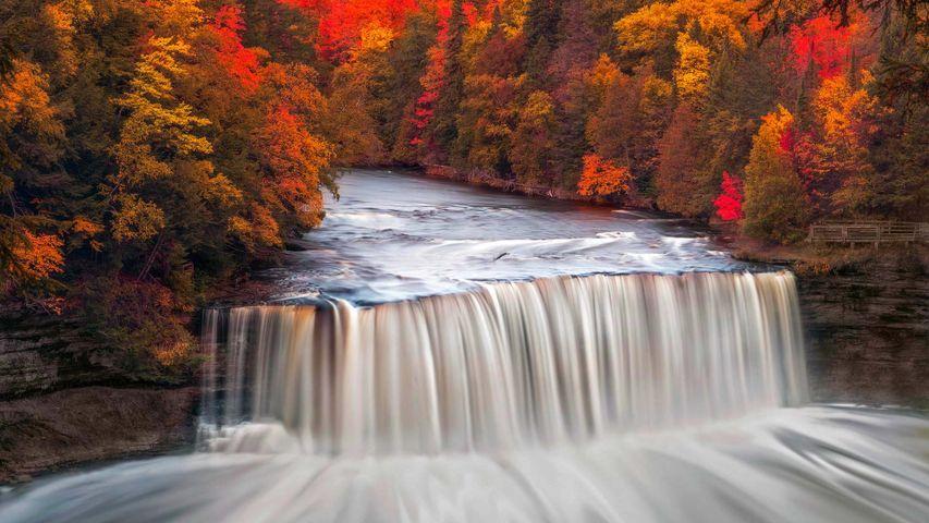 「アッパー・ターカメノン滝」米国ミシガン州