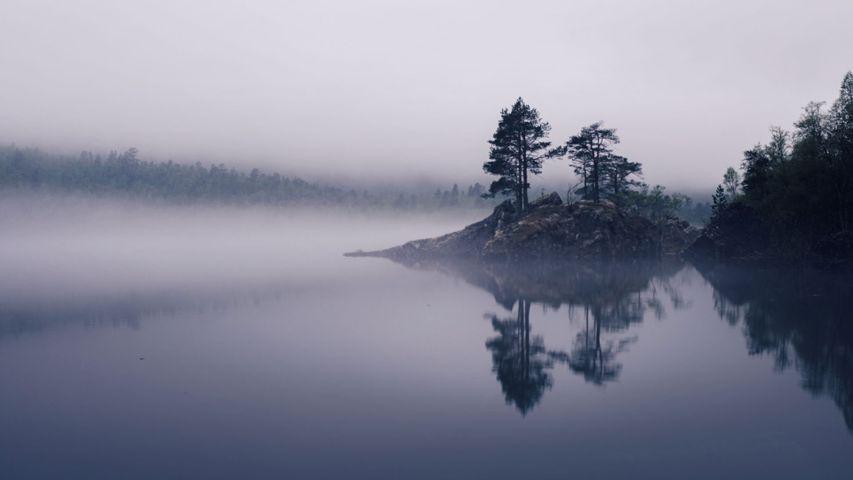 「ノルウェーの霧の湖」ノルウェー, ムーレ・オ・ロムスダール