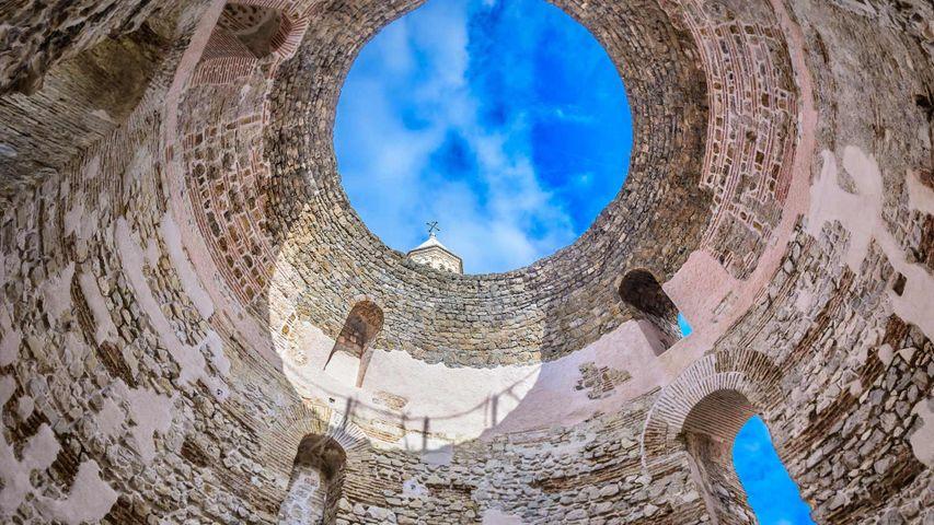 「ディオクレティアヌス宮殿の前庭」クロアチア, スプリト