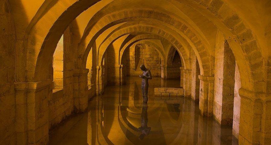 「ウィンチェスター大聖堂の地下」イギリス, ハンプシャー