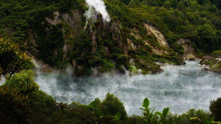 「フライパン湖」ニュージーランド, ワイマング火山渓谷
