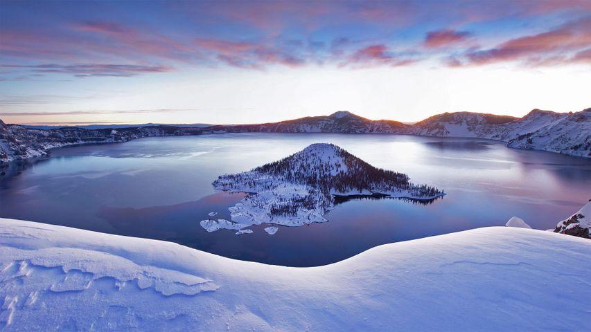 「冬のクレーターレイク国立公園」米国, オレゴン州