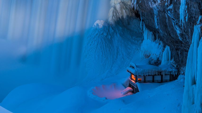 「ジャーニー・ビハインド・ザ・フォールズの展望デッキ」カナダ, ナイアガラの滝