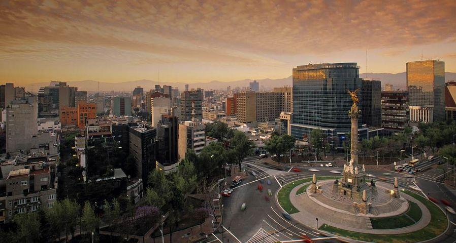 「レフォルマ大通りと独立記念塔」メキシコ, メキシコシティ