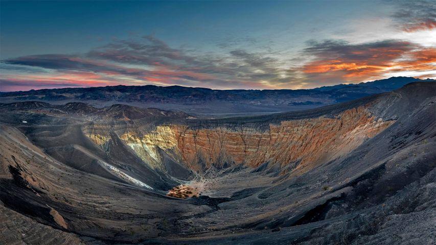 「デスバレー国立公園のウベヘベクレーター」米国, カリフォルニア州