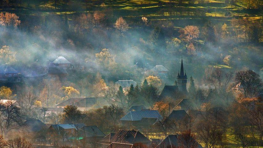 「霧に包まれたトランシルヴァニア」ルーマニア