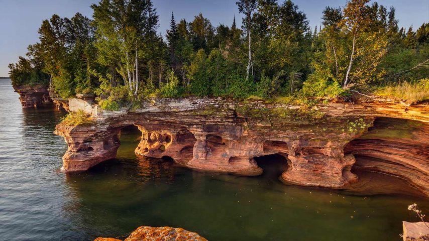 「デビルズ島の洞窟」アメリカ, ウィスコンシン州