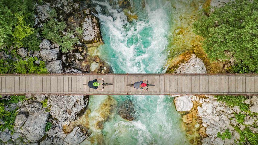 「トリグラウ国立公園ソチャ川の吊り橋」スロベニア