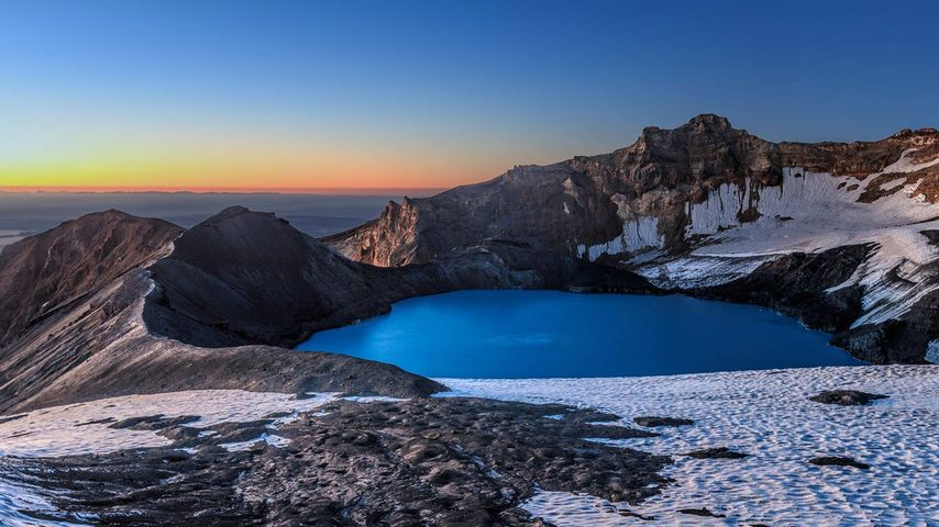 「ルアペフ山のクレーター湖」ニュージーランド