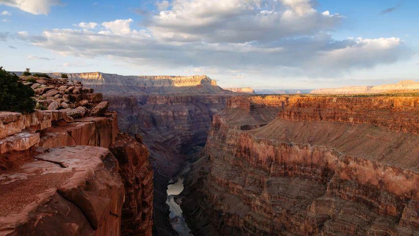 「グランドキャニオンとコロラド川」米国アリゾナ州