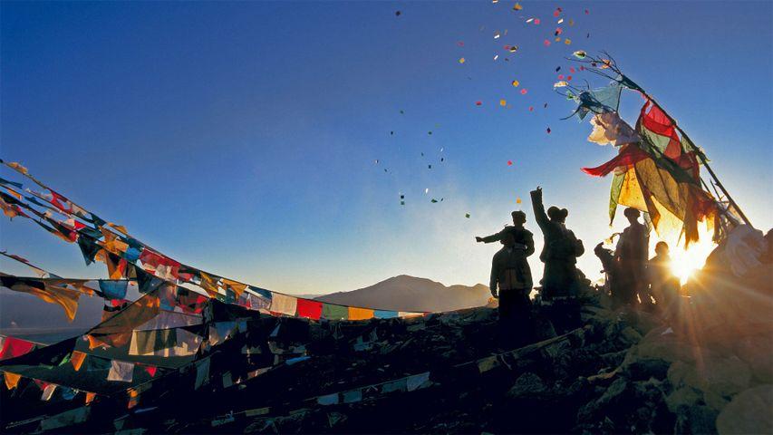 「ガンデン寺のタルチョ」中国, チベット