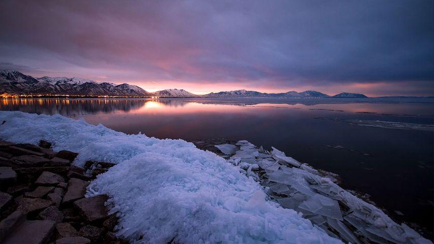 「ユタ湖の朝焼け」アメリカ, ユタ州