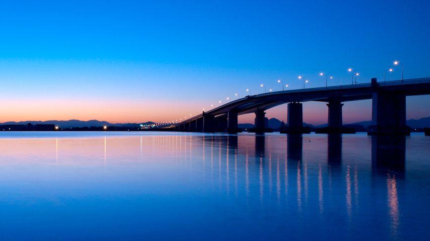 「夜明けの琵琶湖大橋」 滋賀県