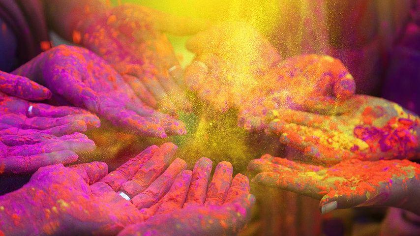 「ホーリー祭を祝う人々」インド