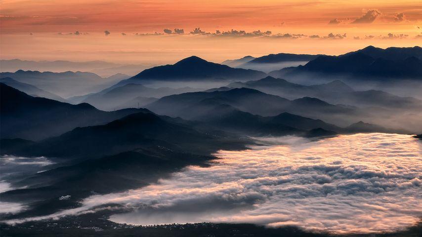 「夜明けの霧」山梨, 山中湖