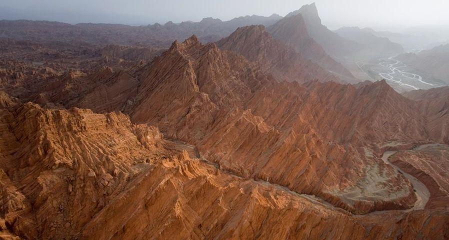「クチャの渓谷」中国, 新疆ウイグル自治区