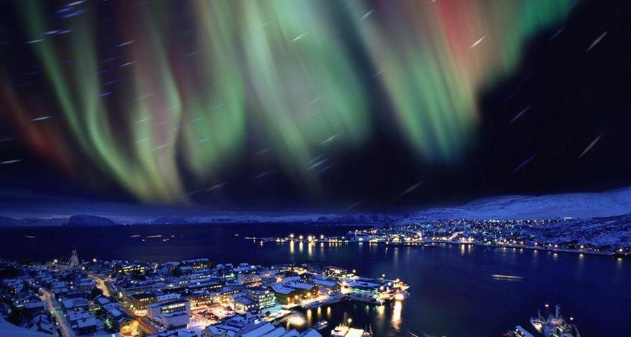 「ハンメルフェスト上空のオーロラ」ノルウェー
