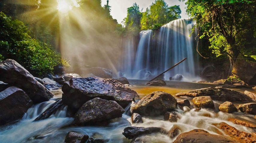 「プノン・クーレンの大滝」カンボジア, シェムリアップ州