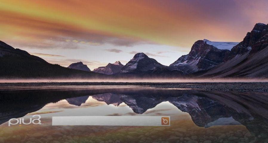 「ボウ湖に映るクロウフット山」カナダ, アルバータ州