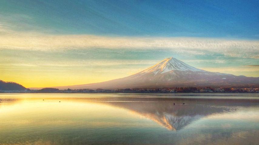 「夜明けの富士山」