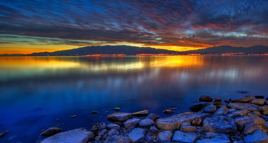 「グレートソルト湖の夕暮れ」アメリカ, ユタ州