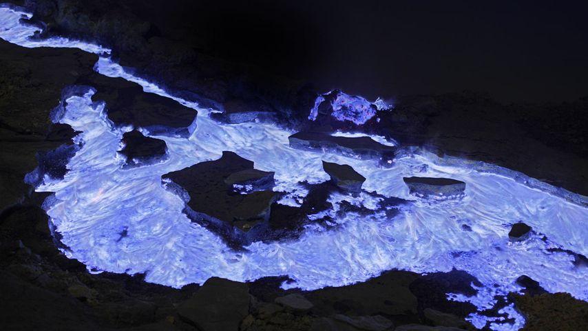 「カワ・イジェン火山」インドネシア