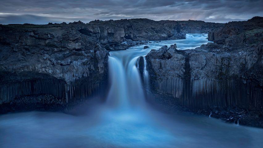 「北アイスランドのアルドエイヤルフォスの滝」アイスランド