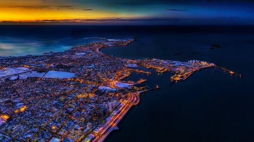 「レイキャビクの夜景」アイスランド