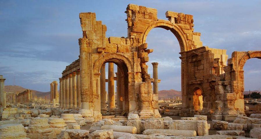 「パルミラ遺跡の記念門」シリア