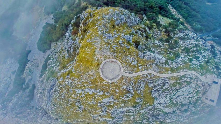 「ニェゴシュの霊廟」モンテネグロ, ロヴチェン国立公園