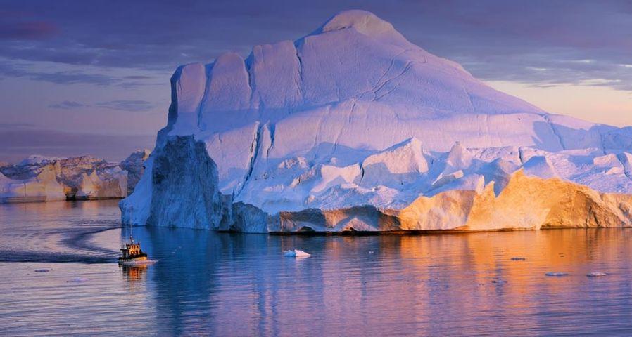 「氷山を巡るボート」グリーンランド, ディスコ湾