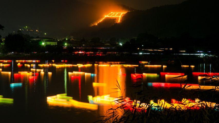「五山送り火の鳥居形松明と灯篭流し」京都