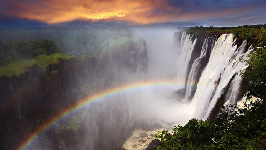 「ヴィクトリアの滝と虹」ザンビア