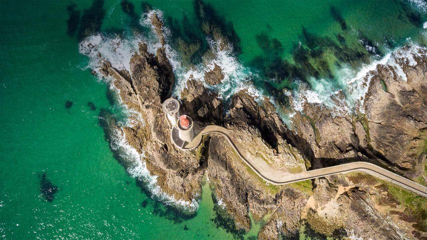 「ブレストの船着き場のプチミヌー灯台」フランス, フィニステール