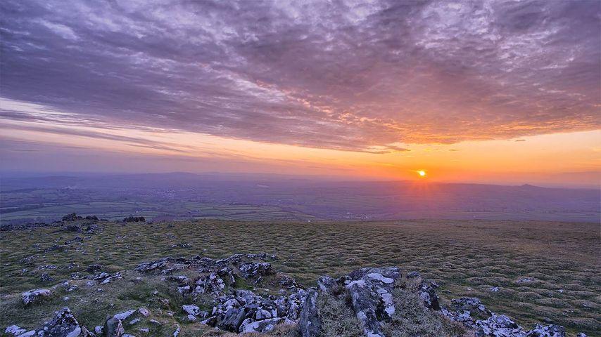 「ダートムーア国立公園の夕日」イギリス, デボン