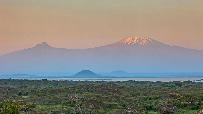 「チュールヒルズ国立公園から見るキリマンジャロ」ケニア