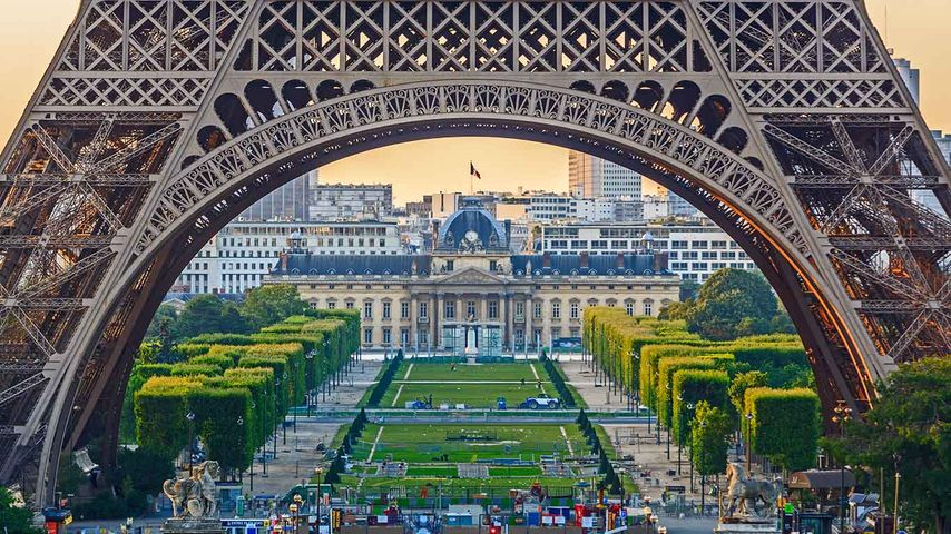 「エッフェル塔から見たシャイヨ宮」フランス, パリ