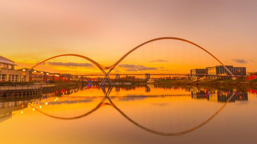 「インフィニティー橋」イギリス, ストックトン=オン=ティーズ