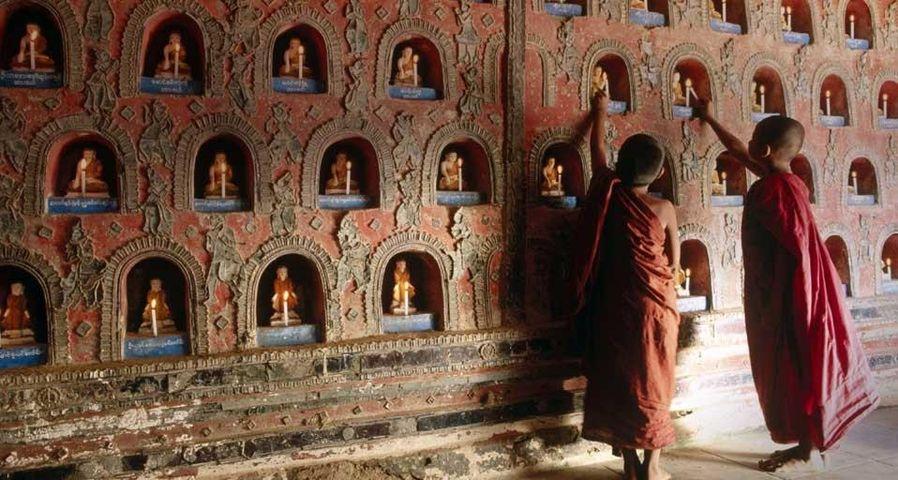「新米坊主たち」ミャンマー, シャン州, インレー湖
