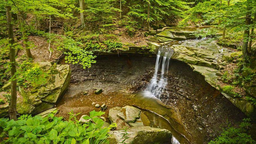 「ブルー・ヘン滝」アメリカ, オハイオ州