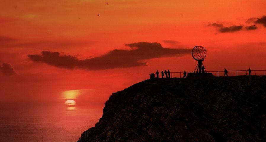 「ノールカップ岬の白夜」ノルウェー, マーゲロイ島