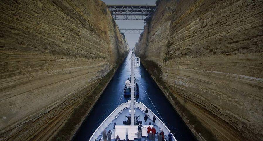 「コリントス運河の船」ギリシア, コリントス