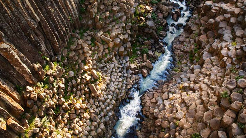 「玄武岩のプリズム」メキシコ, イダルゴ州