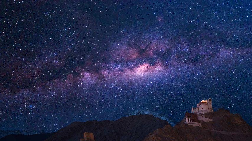 「ナムギャルツェモ僧院と銀河」インド, ラダック
