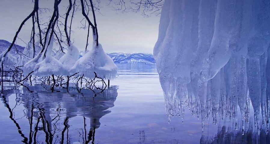 「しぶき氷」十和田湖